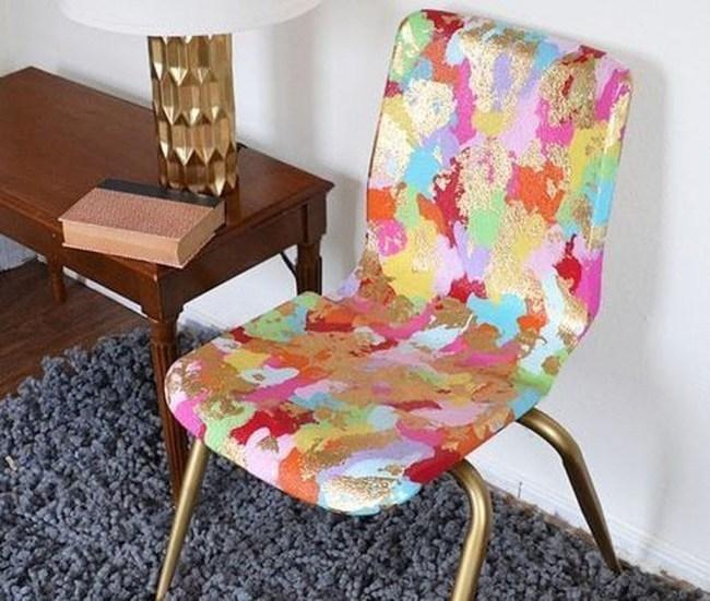 Come decorare le sedie con motivi astratti, da diyandart.com