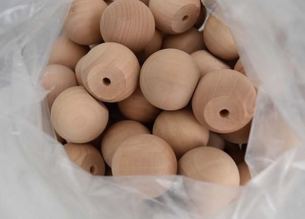 Decorare la cassettiera Ikea Malm con i pomelli, da mydearirene.com