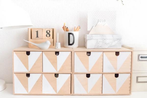 Personalizzare mobili Ikea: porta oggetti decorato, da pillarboxblue.com