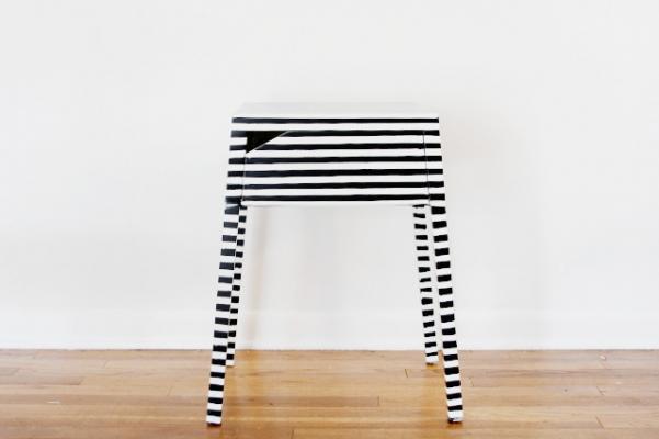 Nastro adesivo per personalizzare mobili Ikea, da seekatesew.com