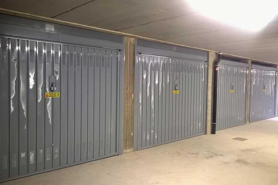 Porte basculanti garage condominiali di Officine Locati