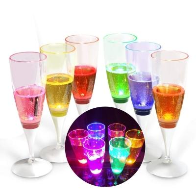 Bicchieri cocktail plastica luminosi su Amazon