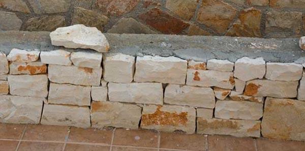 Costruzione di un rivestimento in pietra da spacco ispirato ai muri a secco, by Cacciatore Cosimo Group