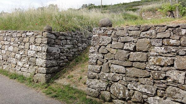 Muro a secco in pietra serena a Lamole nel Chianti