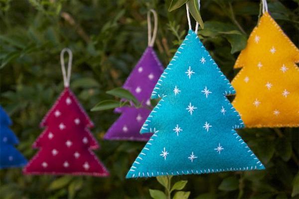 Addobbi natalizi in feltro, da crafteddom.com