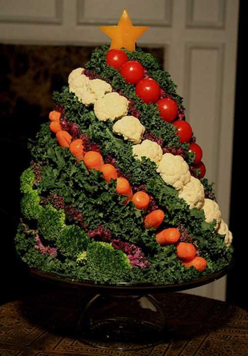 Albero di Natale fatto di verdure, da lovethispic.com