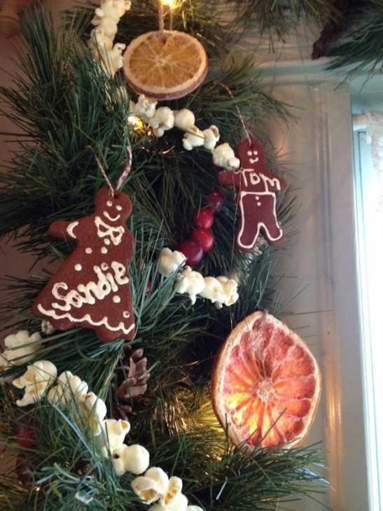 Decorazioni natalizie fai da te con la frutta essiccata, da sharonglasgow.com