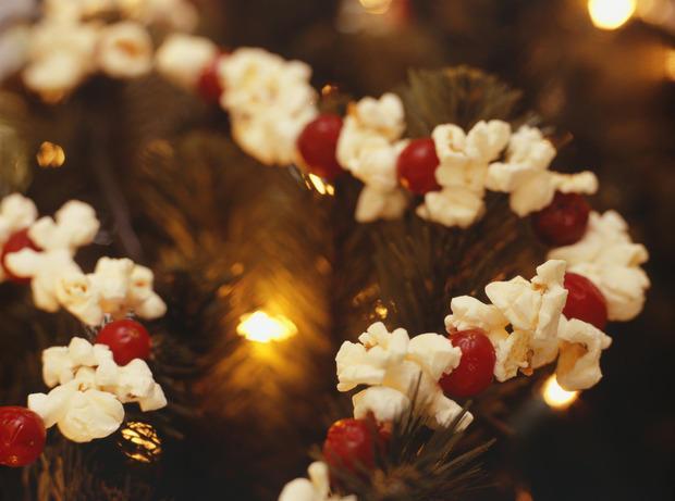 Ghirlanda natalizia di popcorn