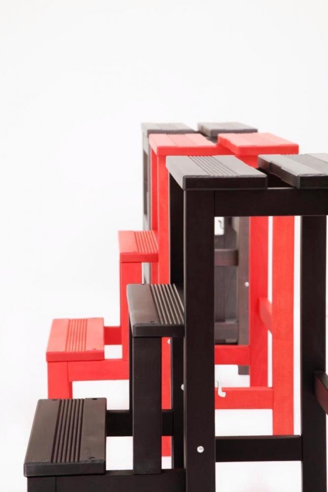 Sgabello scala in legno laccato Happy Lines di Del Fabbro