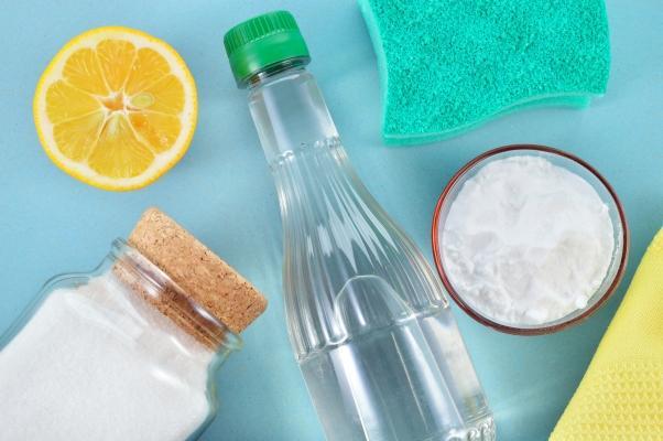 Rimedi naturali per i cattivi odori: sale. bicarbonato e limone