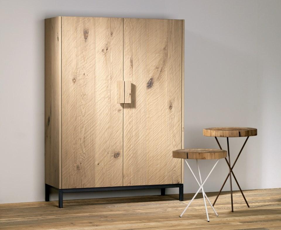 Armadio in legno massello di rovere, da Essence Wood