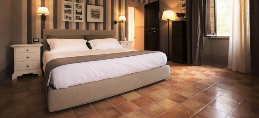Pavimento in piastrelle quadrate 20 x 20 di cotto tradizionale levigato di Cotto Stefani