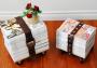 Portariviste trasportabile con vecchie cinture in pelle, da whimzeecal.com