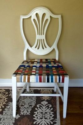 Rivestire una vecchia sedia con le cinture in pelle, da kvartira.mirtesen.ru