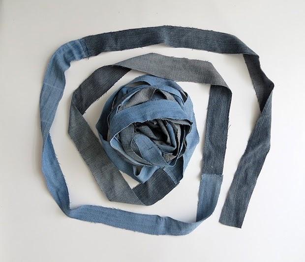 Cestino portaoggetti con vecchi jeans intrecciati: parte 1, da ohohdeco.com