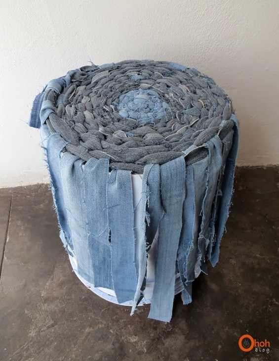 Cestino portaoggetti con vecchi jeans intrecciati: parte 4, da ohohdeco.com