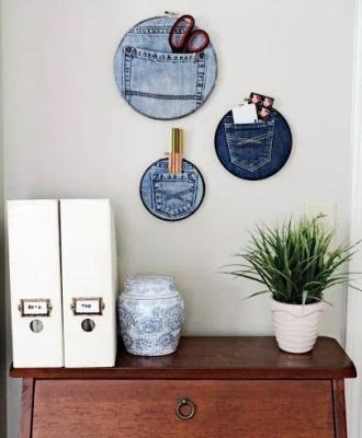 Tasche di vecchi jeans come organizer, da homemademodernblog.com