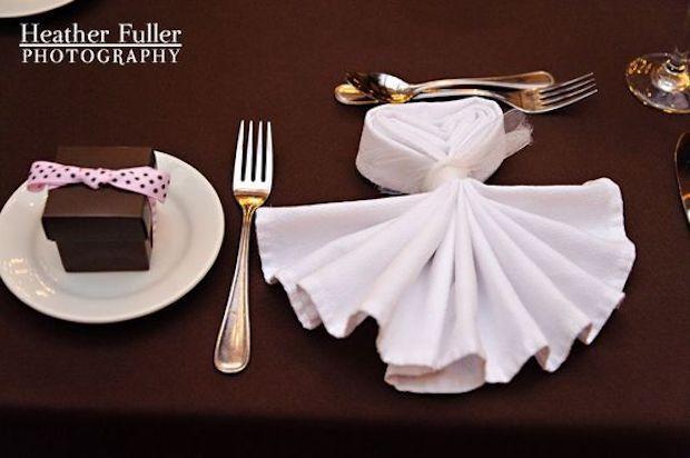 Tovagliolo a forma di vestito da sera per la tavola di Capodanno, da pinimg.com