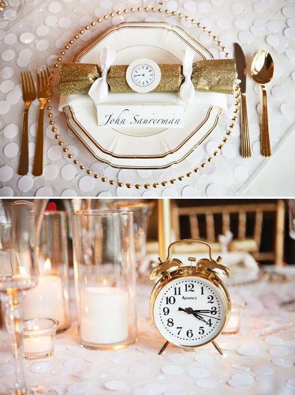 Sveglie e decorazioni a forma di orologi per allestire la tavola di Capodanno, da hwtm.com