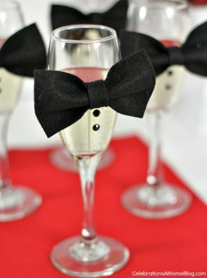Flute con papillon per la tavola di Capodanno, da celebrationsathomeblog.com