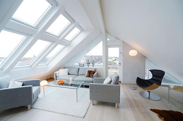Ristrutturare casa sottotetto living finestra Velux