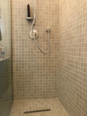 Colore fuga chiara per doccia