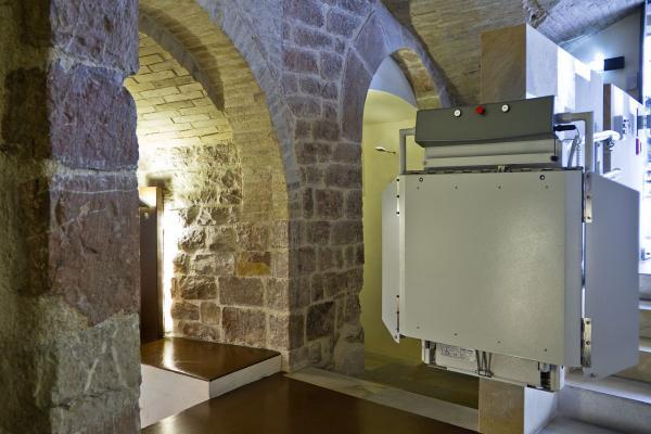 Montascale in edifici storici linea KONE Motus