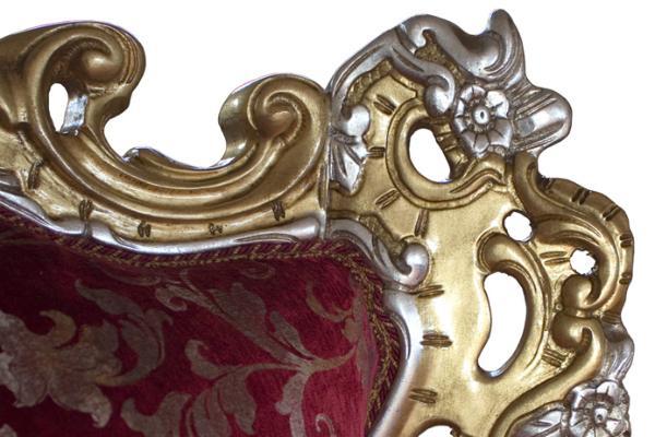 Divano con decoro in foglia oro by Styledesign