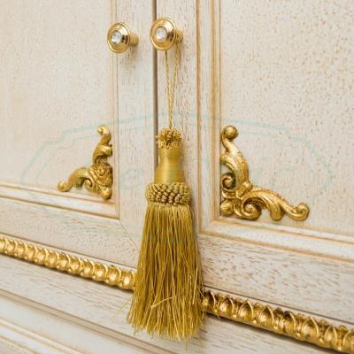 Particolare mobile bagno foglia oro by Lechicarredamenti