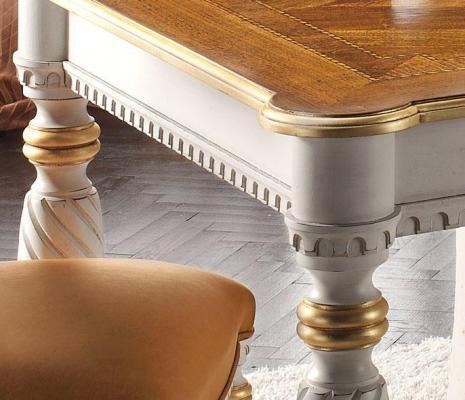 Particolare tavolo foglia oro by Styledesign