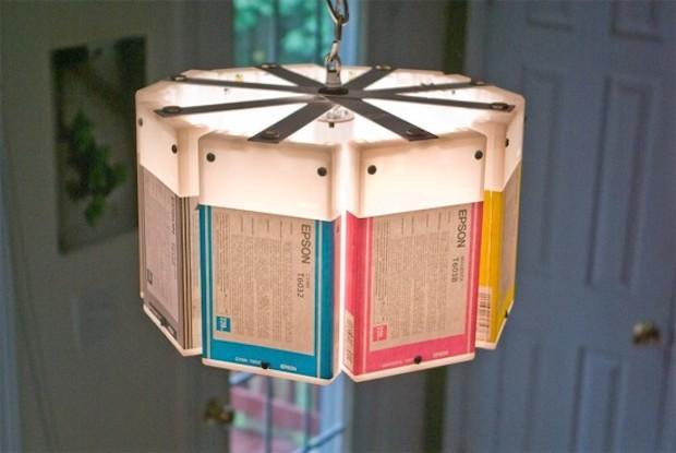 Oggetti con materiale riciclato: lampadario con le cartucce, da boxlightbox