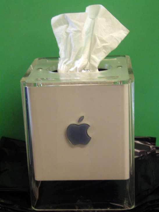 Dispenser di fazzoletti con il riciclo creativo del vecchio Mac, da instructables.com