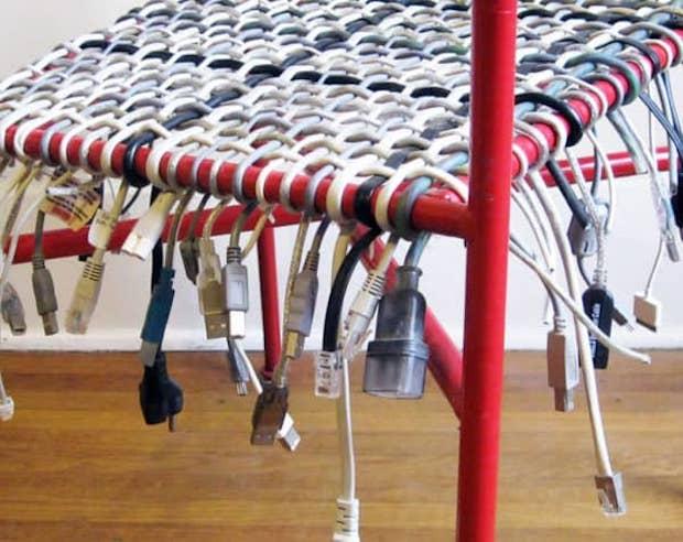 Riciclo creativo con i cavi: dettaglio rivestimento sedia, da recyclart.org