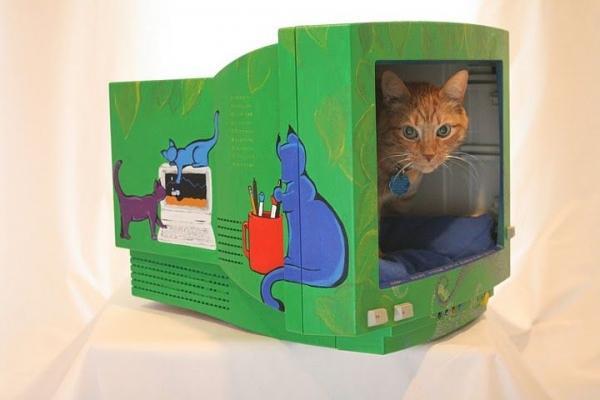 Riciclo creativo: una cuccia per il gatto da un vecchio computer, da instructables.com