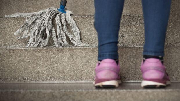 Scale condominiali: l'assemblea può imporre ai condòmini di pulirle a turno?