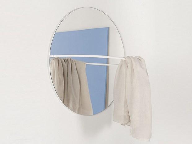 Acciaio e vetro per lo specchio con appendiabiti, da Formae