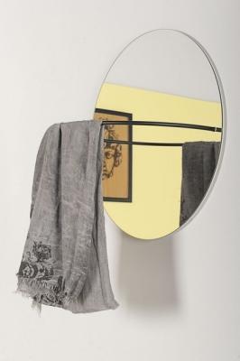 Acciaio e vetro per lo specchio dotato appendiabiti, da Formae