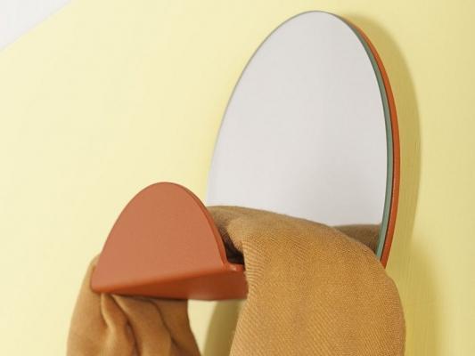 Specchio, appendiabiti e svuota tasche colorato per ingresso moderno, da Formae