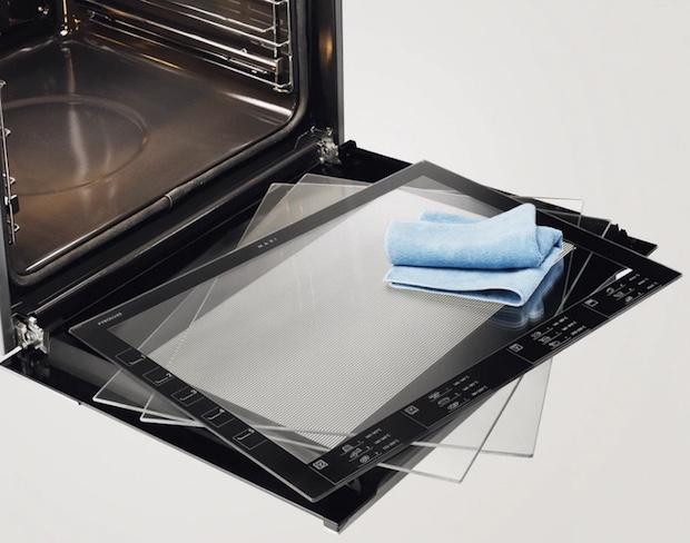 Forno pirolitico a vapore con controporta liscia e vetri estraibili, da Electrolux