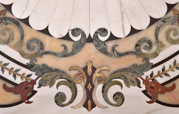 Dettaglio di pavimento in marmo intarsiato di Budri