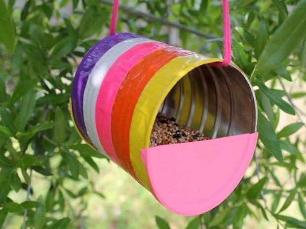 Mangiatoia per uccellini con barattolo di latta, da moomastic.com