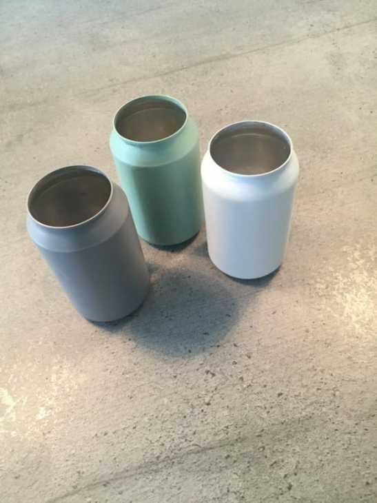 Vecchie lattine trasformate in vasetti per coltivare: tutorial, da grillo-designs.com