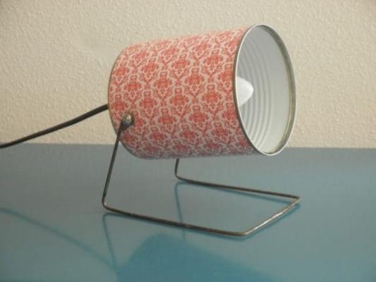 Riciclo creativo: lampada con barattolo di latta, da etsy.com