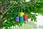 Riciclo creativo, scacciapensieri con barattoli di latta, da sheknows.com