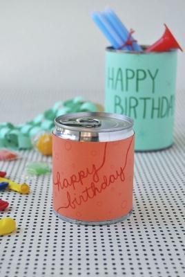 Lattine e barattoli come scatole a sorpesa per il compleanno, da ohhappyday.com