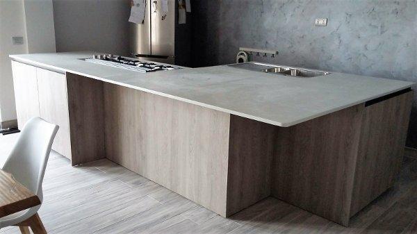 Pavimenti e rivestimenti continui in resina - Top cucina in resina ...