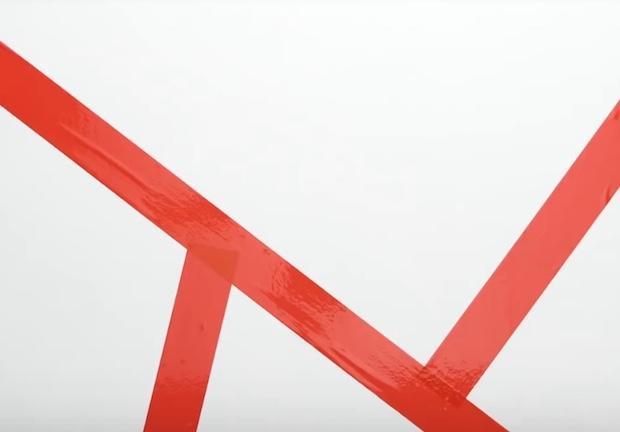 Decorare una parete con triangoli colorati: parte 1, da 5-Minute Craft