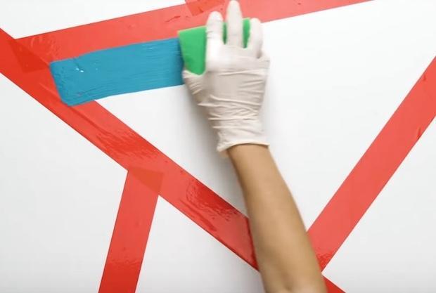 Decorare una parete con triangoli colorati: parte 2, da 5-Minute Craft