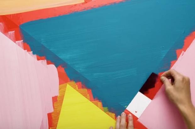 Decorare una parete con triangoli colorati: parte 3, da 5-Minute Craft