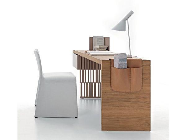 Scriba di Molteni: una scrivania essenziale ma efficiente
